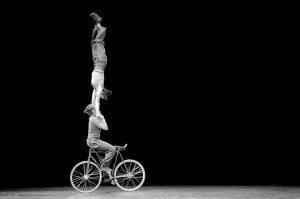 velos-acrobates_charlotte-kolly_claire-ruiz_portee_equilibre